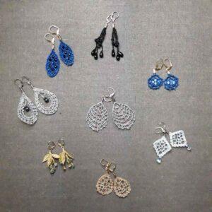 collection de boucle d'oreille et pendentif en dentelle aux fuseaux